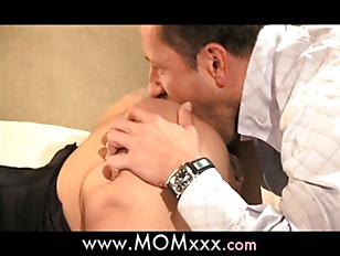 Picture Mature MILF Shows Her Experience
