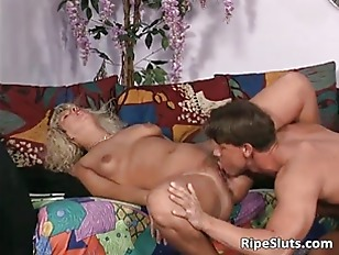 Blonde mature gets her pussy e
