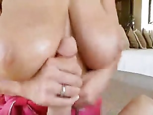 Picture Kelly Madison Plays With Huge Natural Tits Then B...