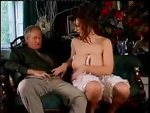 Видео парень лижет девушке ножки