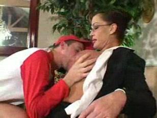 Порно кончают внутрь по очереди одной