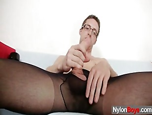 Solo gay Rick cums on his nylo