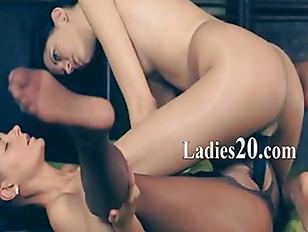 Hot girlsongirls using big bla