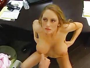 Девушки кушают сперму во время минета порно