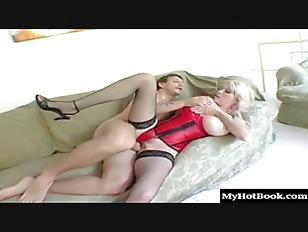 Il la baise en collant cette mature chaudasse - video sexe