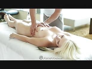 Секс на кровати дома