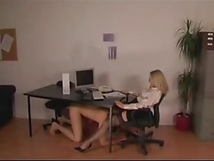 Domme Office Secretary in Stoc