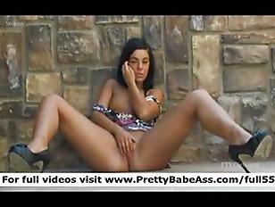 Babe flashing her bits