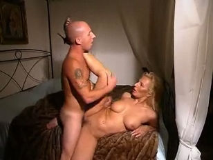 Picture Curvy Girl Added To 3some
