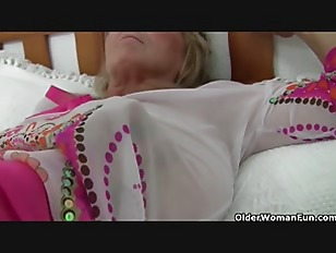 Picture British Granny With Big Tits Gives Her Fanny A Tr...