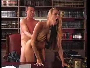 Порно девочек ебут