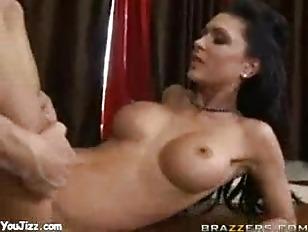 Русское домашнее порно с шалавой на толпу