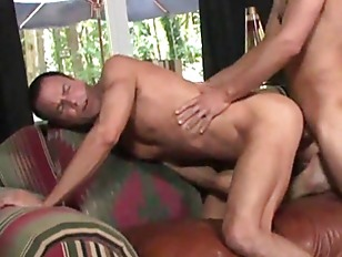 Stud pulls his cock as his ass
