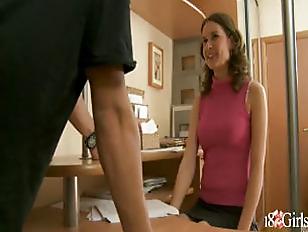 Девушка с членом и вагиной