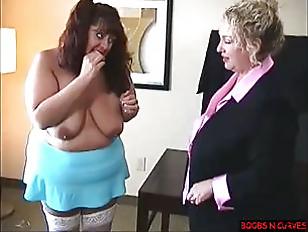 Транс берет сам у себя в рот