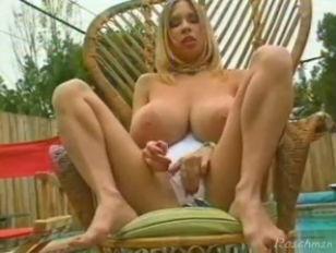 Женщина обкакалась во время сексаонлайн