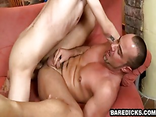 These two hot hunks are suckin