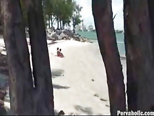 Picture Voyeur Catches Two Hotties On The Beach