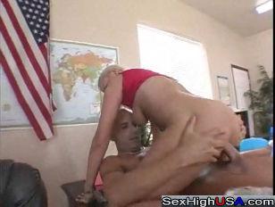 Порно ролик случайно кончил в рот