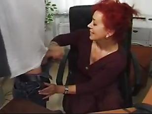 Лезбиянки лижут друг другу видео