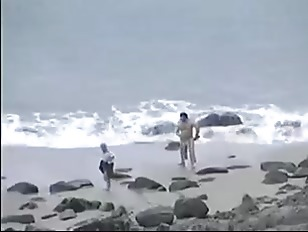 Трахает девушку сосиской видео