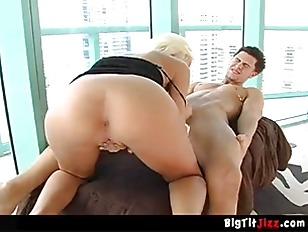 Порно с девушкой на шубе на дойки