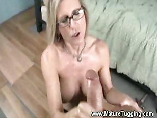 Hot And Sexy Mature Handjob