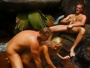 Порно нарезка промахнулся и всунул в анал