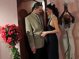 Муж отдал жену за деньги порно