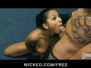 Picture Adrianna Luna Gives Her Trainer An Amazing B...