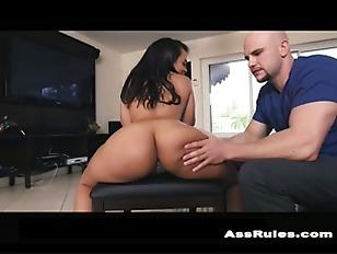 Curvy Latina twerks her ass p2