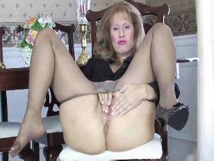 Sammi masturbates in pantyhose