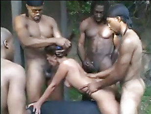 Толпа лесбиянок обоссала телку