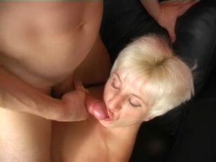 Порно мужик сосот грудь с молоком у женщины