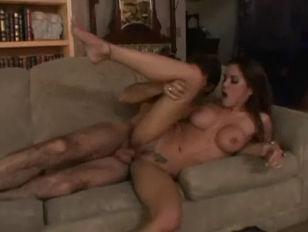 Порно девушка кончает первой