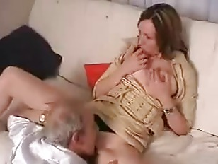 Муж сосет член у любовника муж смотрит как трахают жену