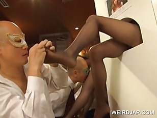 Japanese getting feet licked o