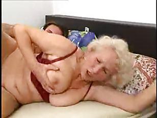 Женщина обоссалась во время ебли