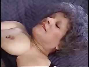 Большие сиськи и попа в латексе порно