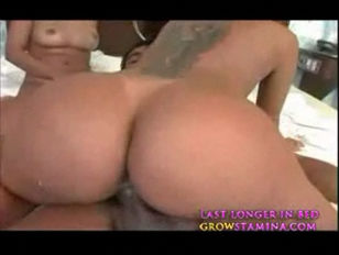 Picture Brazilian 20y-Girls Threesome Part 2