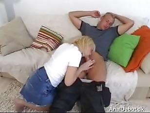 Парень сосёт хуй любовнику жены