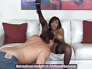 Ebony Chick In Nice Stockings