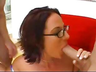 Пацан ебет девку в примерочной