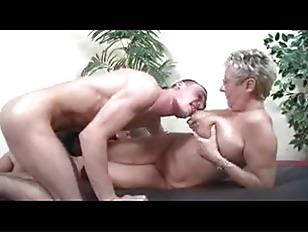 Как мужики слизывают сперму с тела