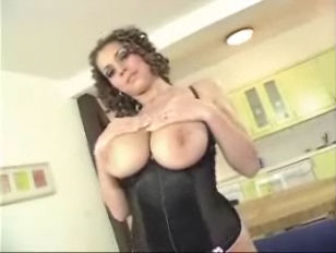Threesome with great tits brun