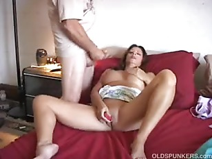 Mature amateur gets jizzed on